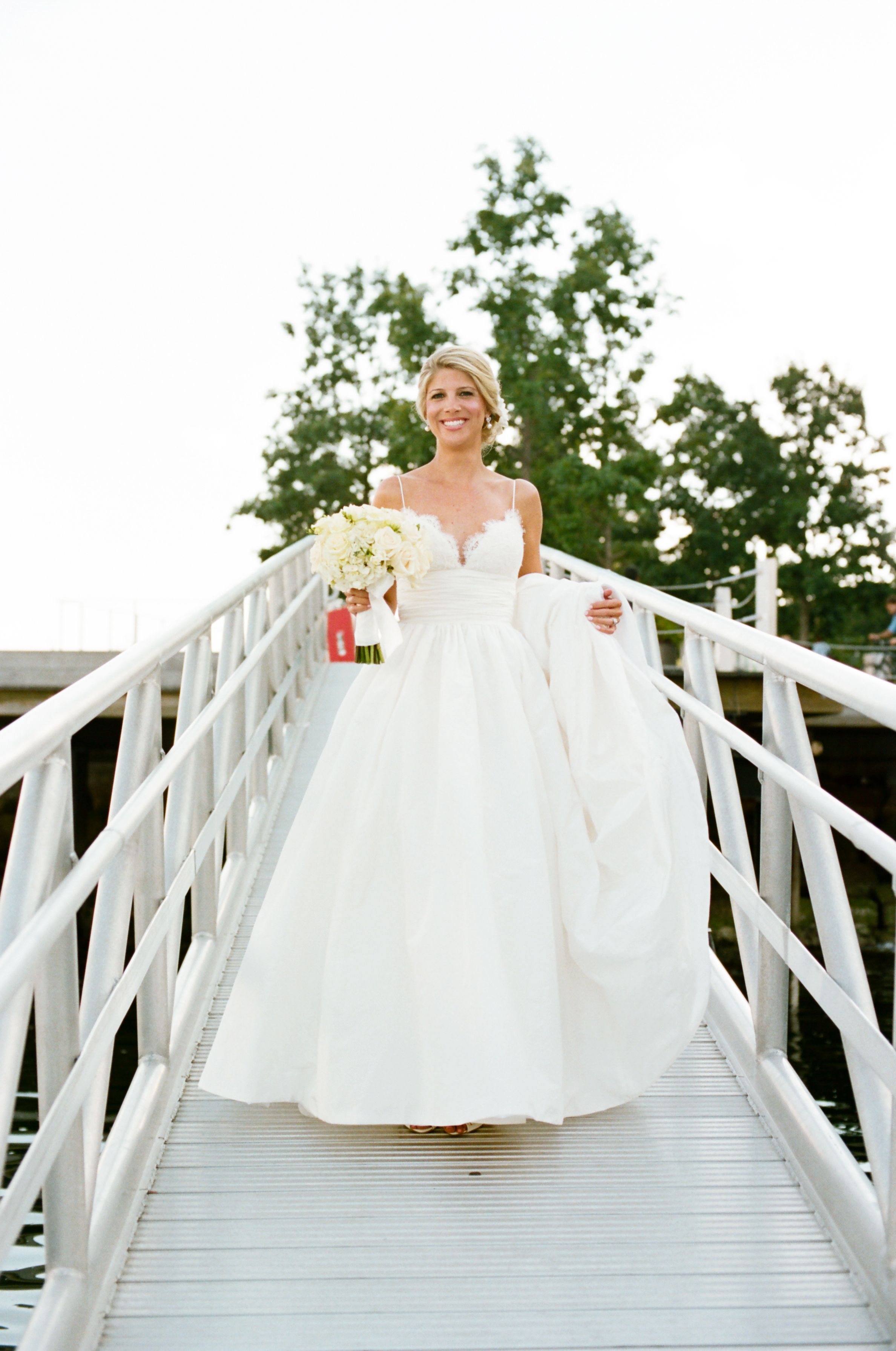 I M Selling My Stunning Amsale Coco Wedding Dress And Veil I Adore This Dress It S Too Beautiful Not To Be Wo Wedding Dresses Coco Wedding Dress Alencon Lace