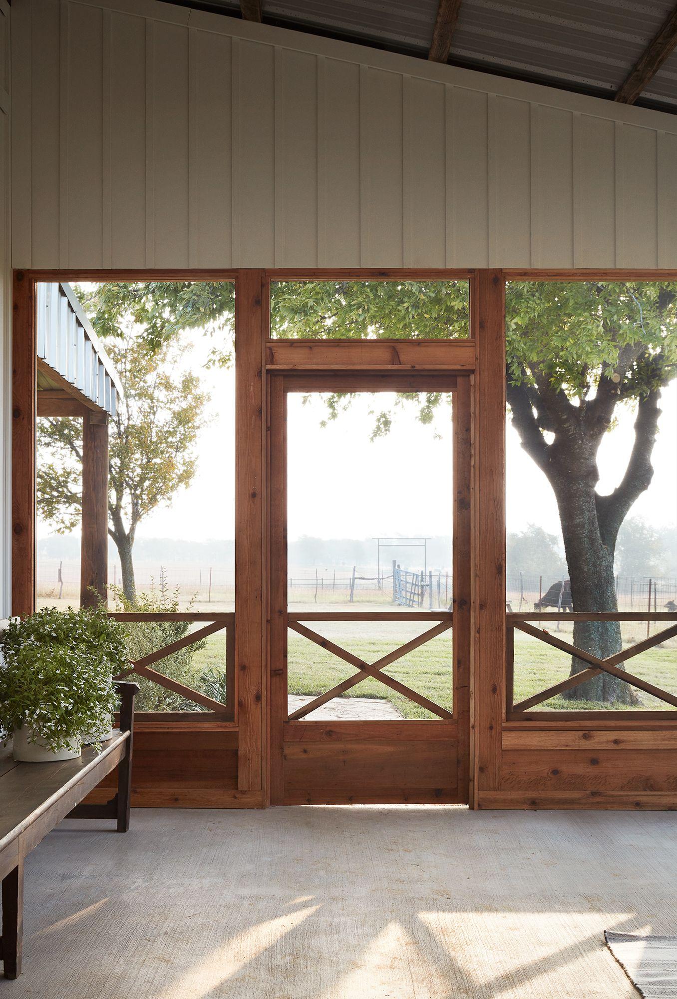 Episode 14 Season 5 Hgtv S Fixer Upper Chip Jo Gaines Porch Design Screened Porch Designs House With Porch