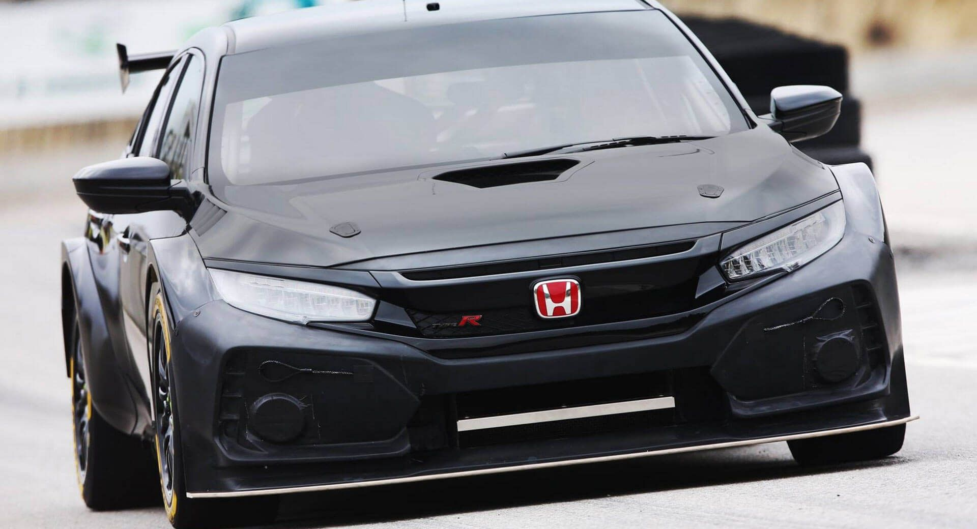 New Widebody Honda Civic Type R For 2018 Btcc Is A True Boy Racer Carscoops Honda Civic Type R Honda Civic Tuner Cars Honda
