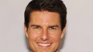 That Straight Hairline Slightly Indented Temples And Jawline Make One See Wood In Tom Cruise S Picture Tom Cruise Tom Cruise Smile Tom Cruise Hot