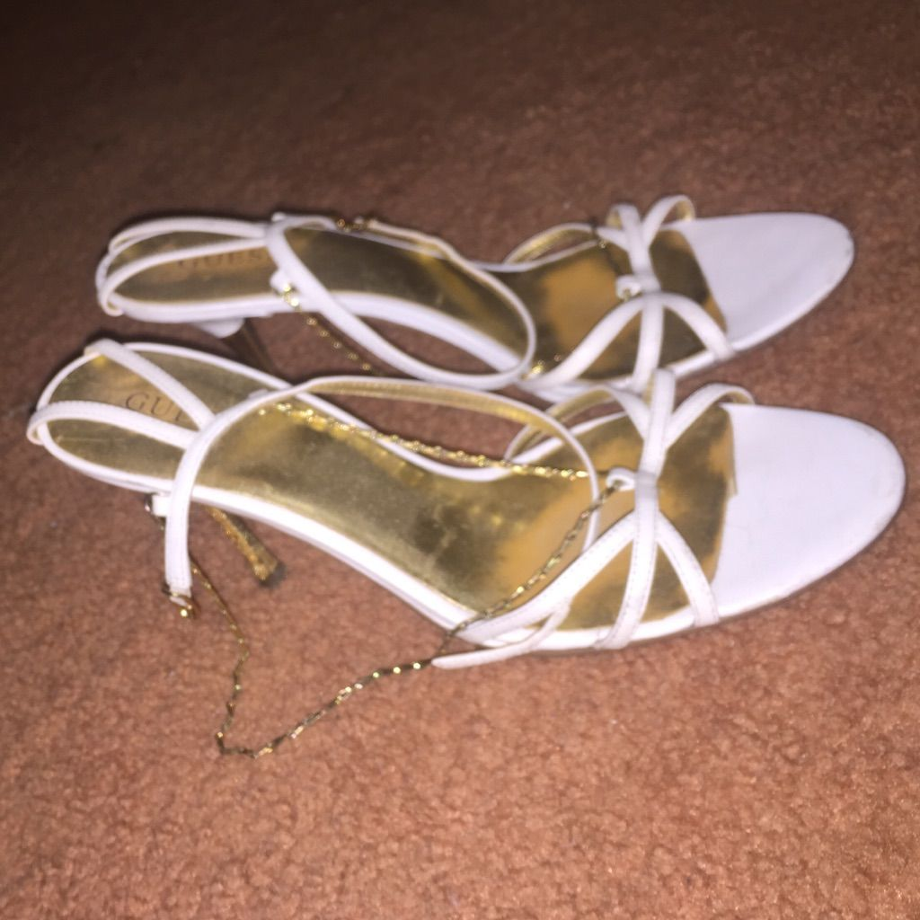 Low Heel White Guess Shoes With Gold Chain