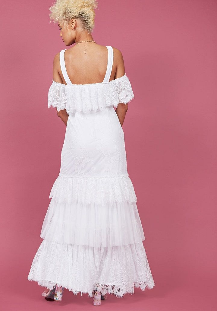 Off the shoulder wedding dresss | Boho wedding dress under $300 #weddingdress #weddinggown #bridalgown #bohoweddingdress #bohobride #offtheshoulder #weddingdresses