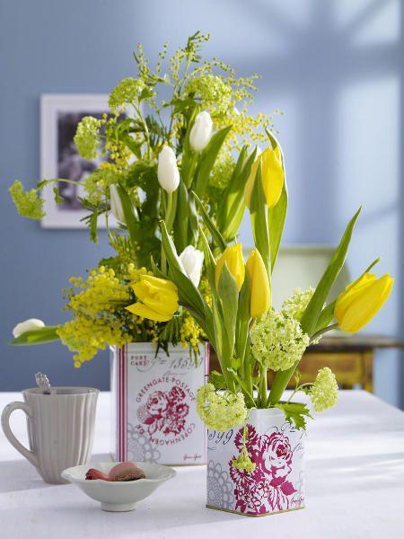 Tulpe, Schneeball und gelbe Mimose erquicken sich gemeinsam an einer schicken Dose mit Blüten-Optik.  http://wohnidee.wunderweib.de/dekoundgastlichkeit/bildergalerie-2272721-dekoundgastlichkeit/Wir-lassen-uns-vom-Zauber-der-Blueten-berauschen.html?i=1=342