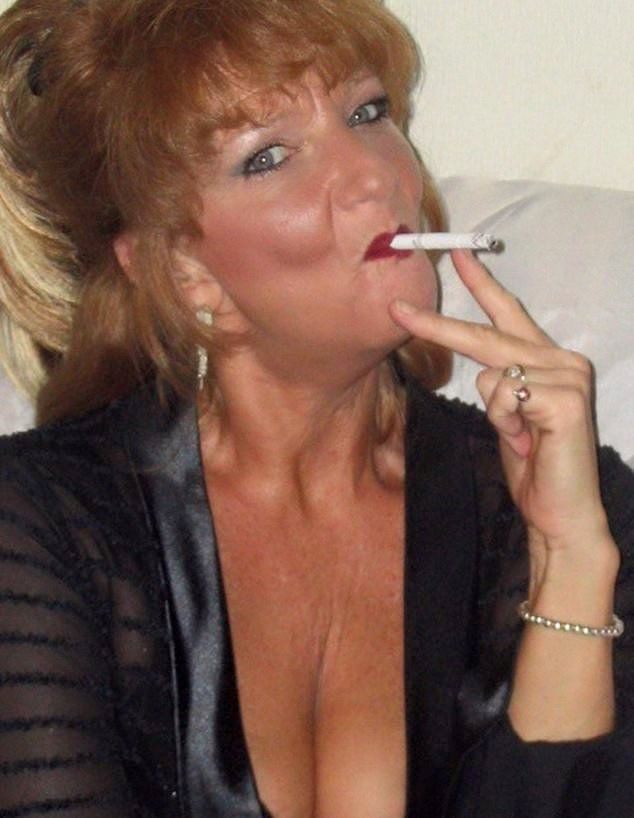 Mature women smoking pictures