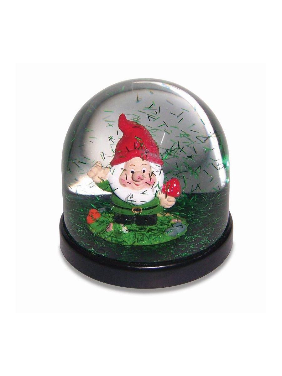 Boule à neige avec petit nain de jardin tenant un champignon ...