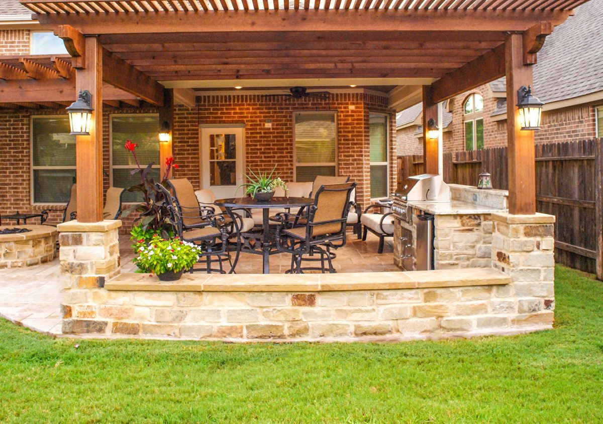 Pergola And Outdoor Kitchen In Katy Patio Design Outdoor Pergola Pergola Patio