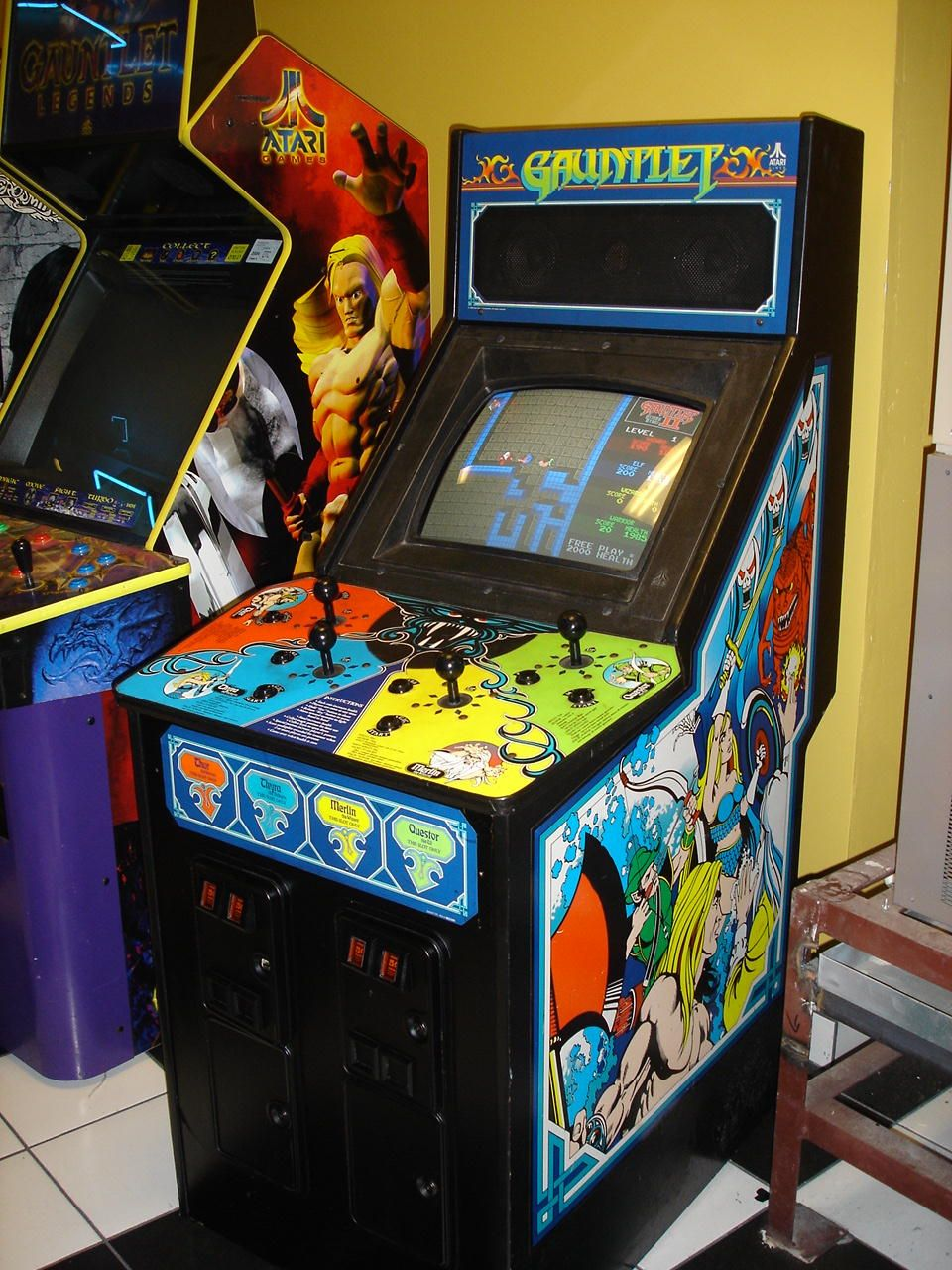 Top 4 player arcade cabinet on re 4 player mame cabinet build photos - Gauntlet Original Four Player Cabinet
