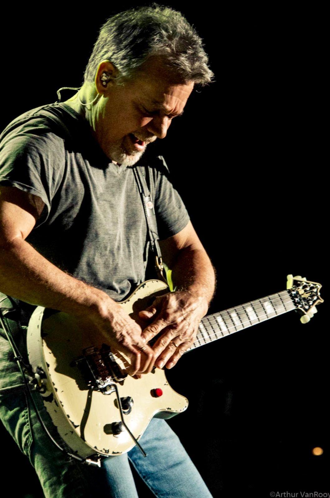 Pin By Dave Bennett On Evh The King Eddie Van Halen Van Halen Guitar Hero