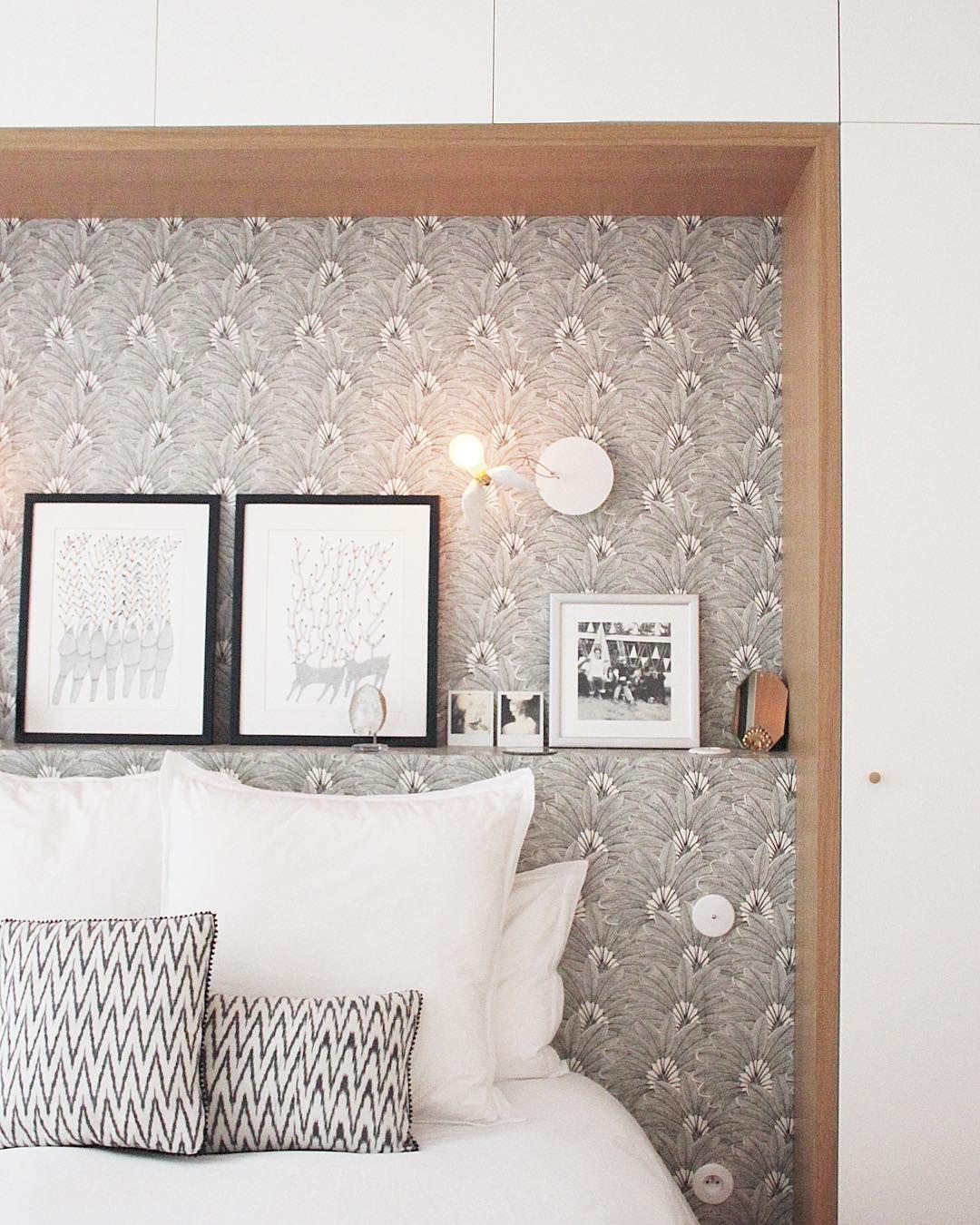 Le papier peint tropical Brazilia comme tête de lit dans une chambre #chambreparentale