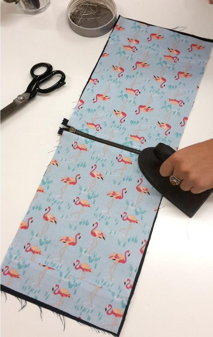 coudre une pochette avec doublure couture pinterest coudre pochette et couture sac. Black Bedroom Furniture Sets. Home Design Ideas