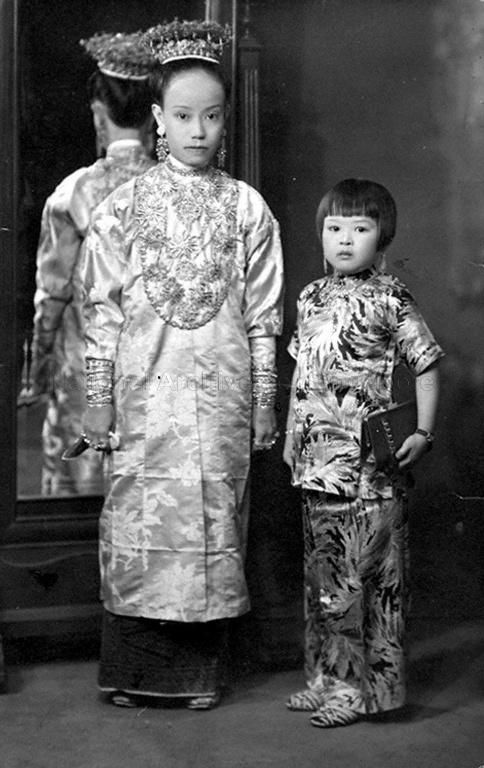 STUDIO SHOT OF A PERANAKAN BRIDE AND A YOUNG GIRL IN SAMFOO … | 1940s-1950s  THE LIBYAN Esther Kofod www.estherkofod.com