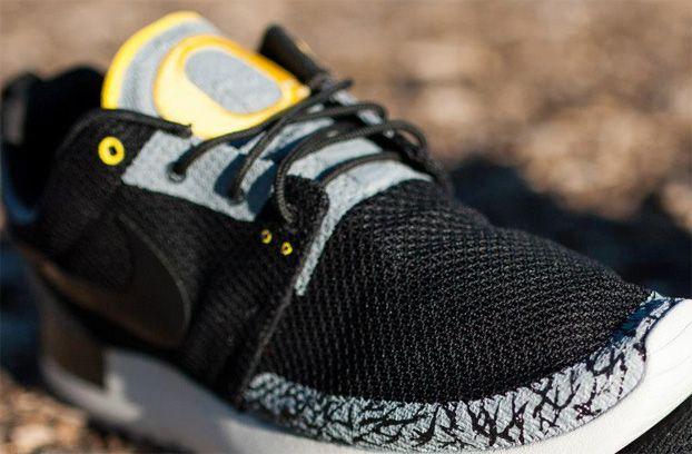 96c3e530ac5b Nike Roshe Run OREGON DUCKS Custom