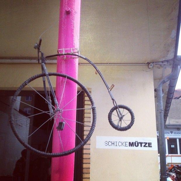 Schicke Mütze Die Perfekte Mischung Aus Fahrrad Werkstatt Und Café