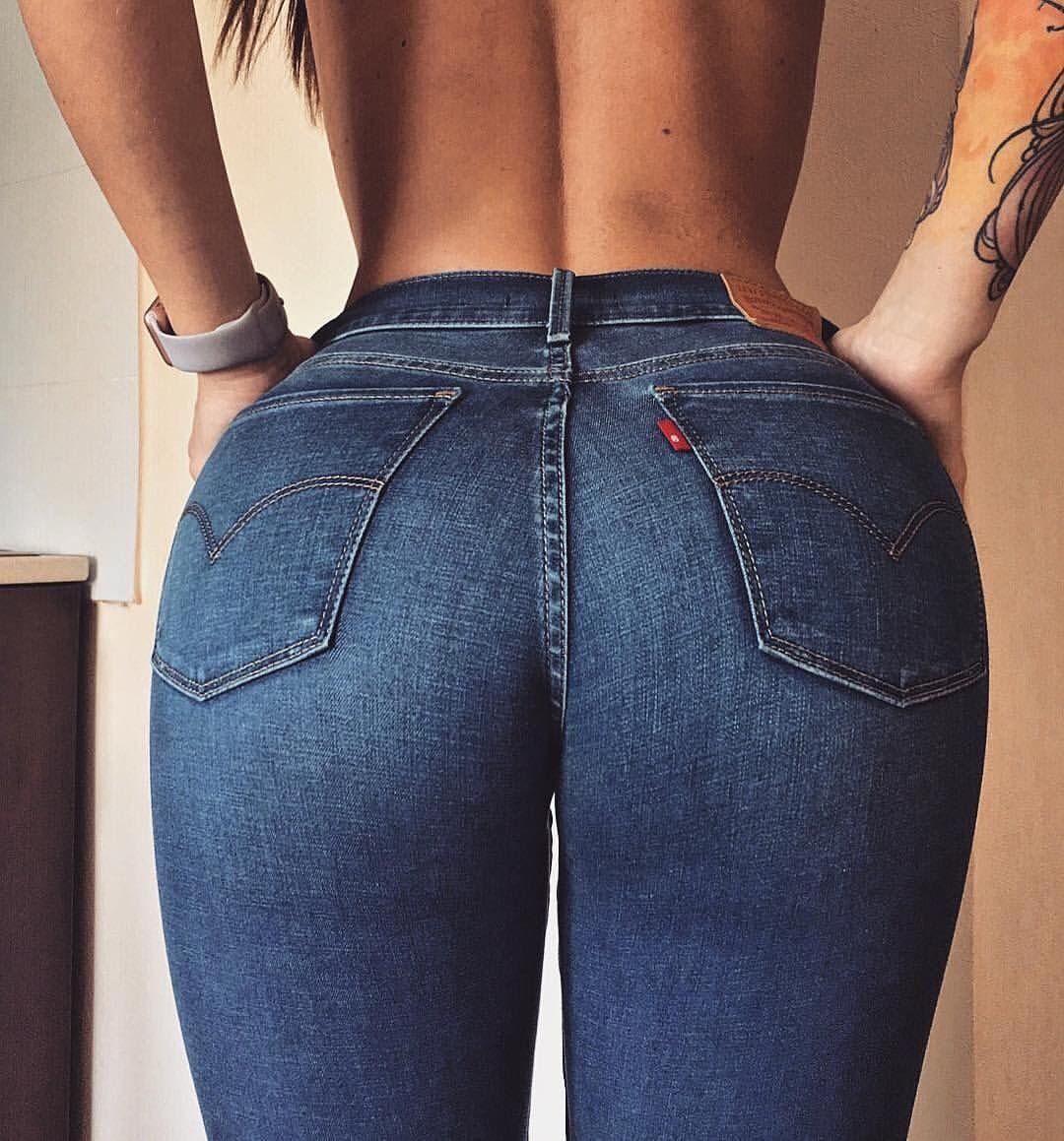 Красивая попа девушки в джинсах голых телок весь