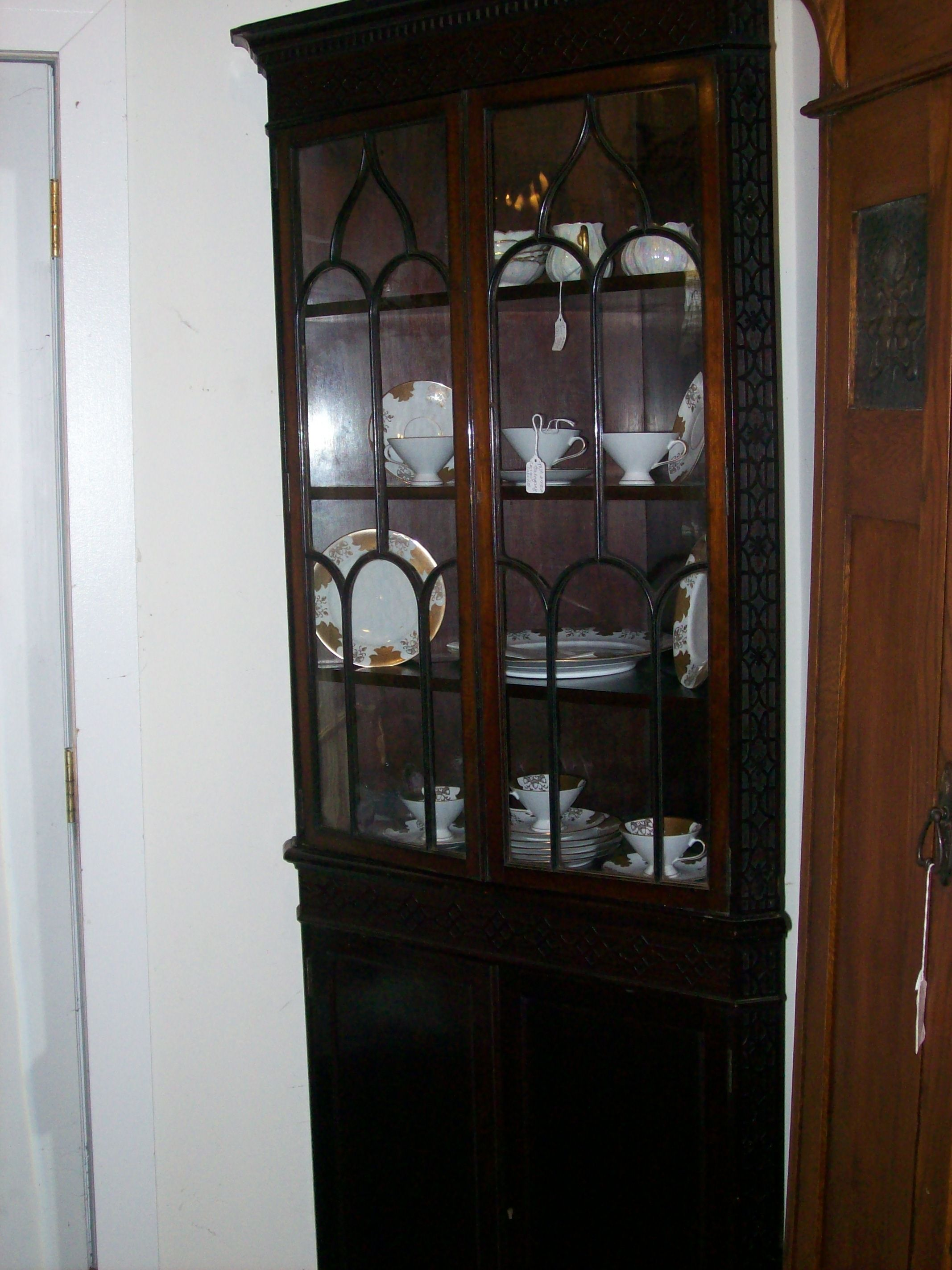 Genial CORNER CABINET WITH GLASS FRONT