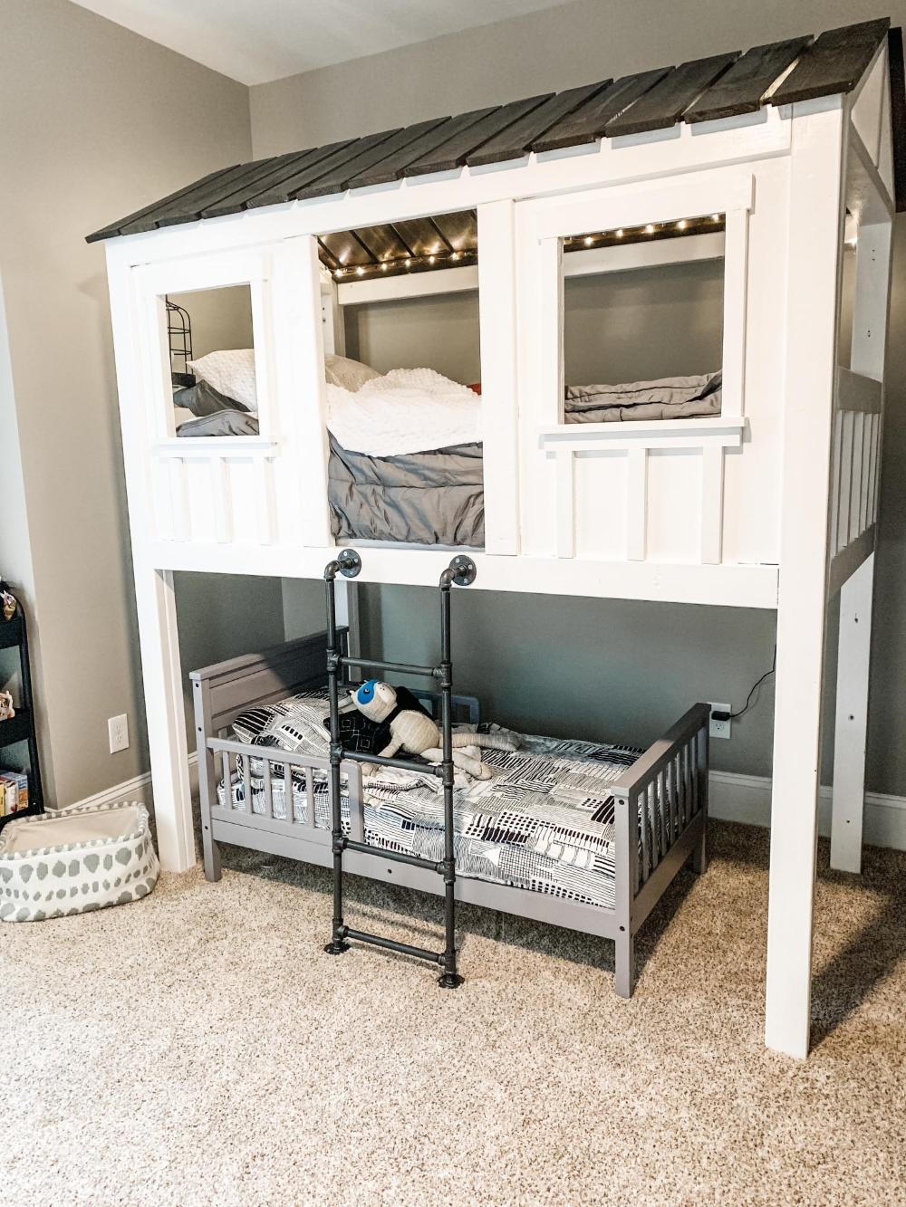 Cabin loft bunk bed Ana White in 2020 Loft bunk beds