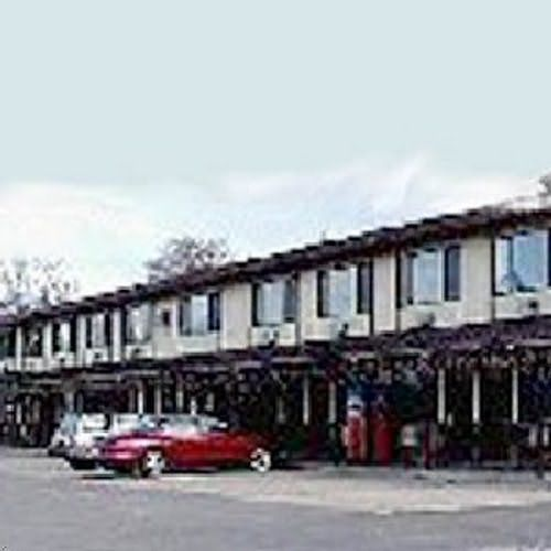 Find Hotel Prices And Save Up To At The Bayview Inn Budget Host Polson In Montana