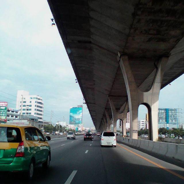 รถรับจ้างขนของ: 07:40 น. ถนนบางนา มุ่งหน้า สุขุมวิท