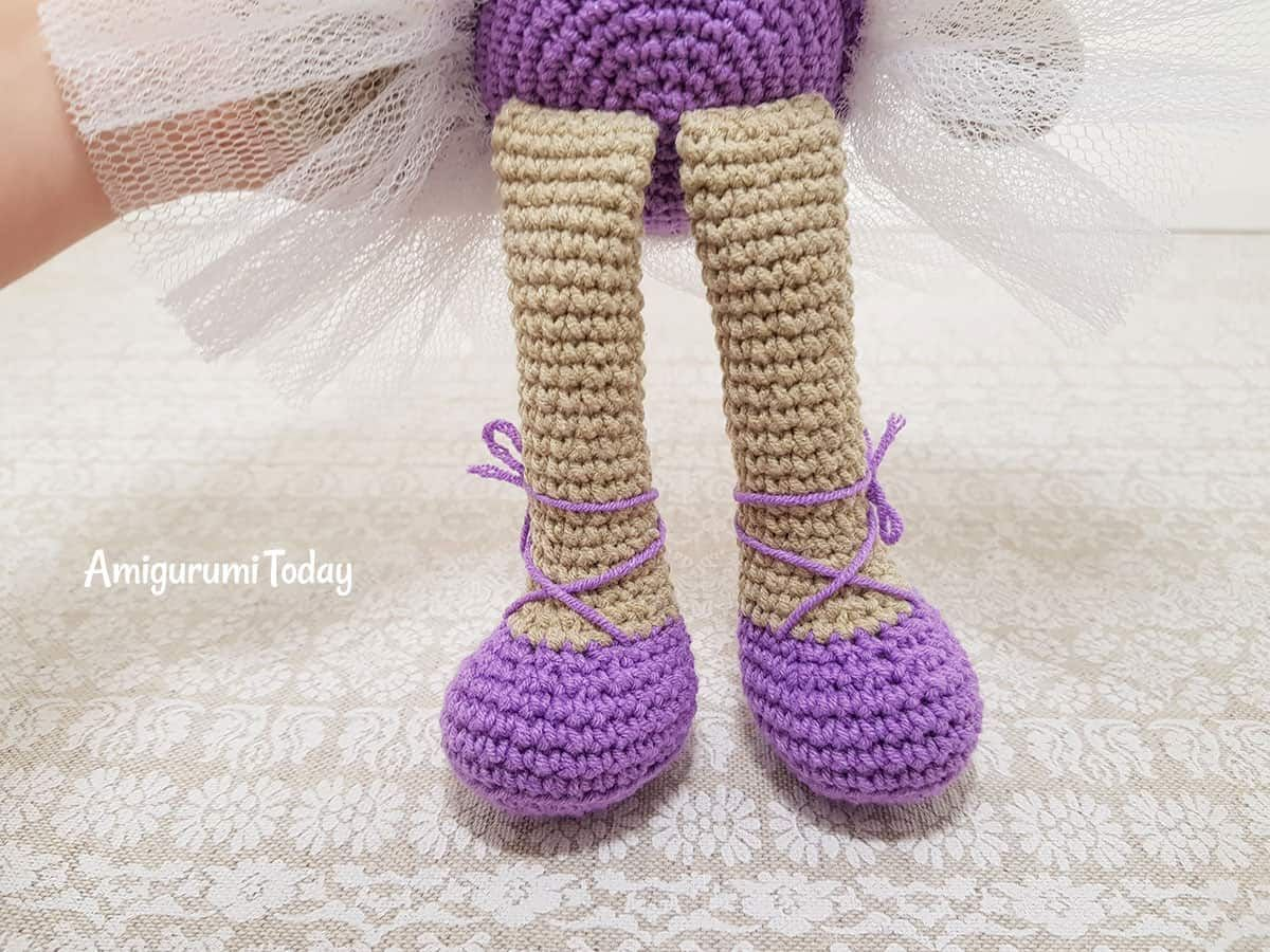 Free Pattern - Crocheted Doll Shoes | 900x1200