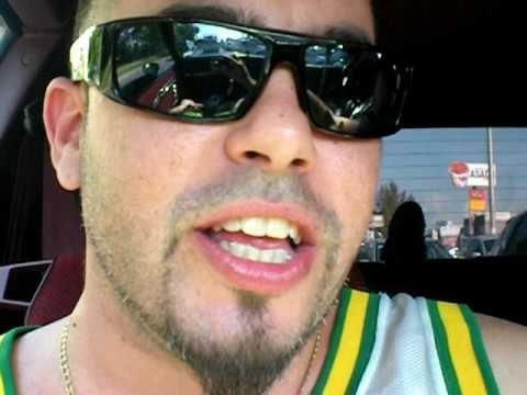 "OSO BLANKO video vlog prt10...""Soy un Griton!!"" Takein' my ball mix feat. JON KASKILLO y Don Q - http://www.nopasc.org/oso-blanko-video-vlog-prt10-soy-un-griton-takein-my-ball-mix-feat-jon-kaskillo-y-don-q/"
