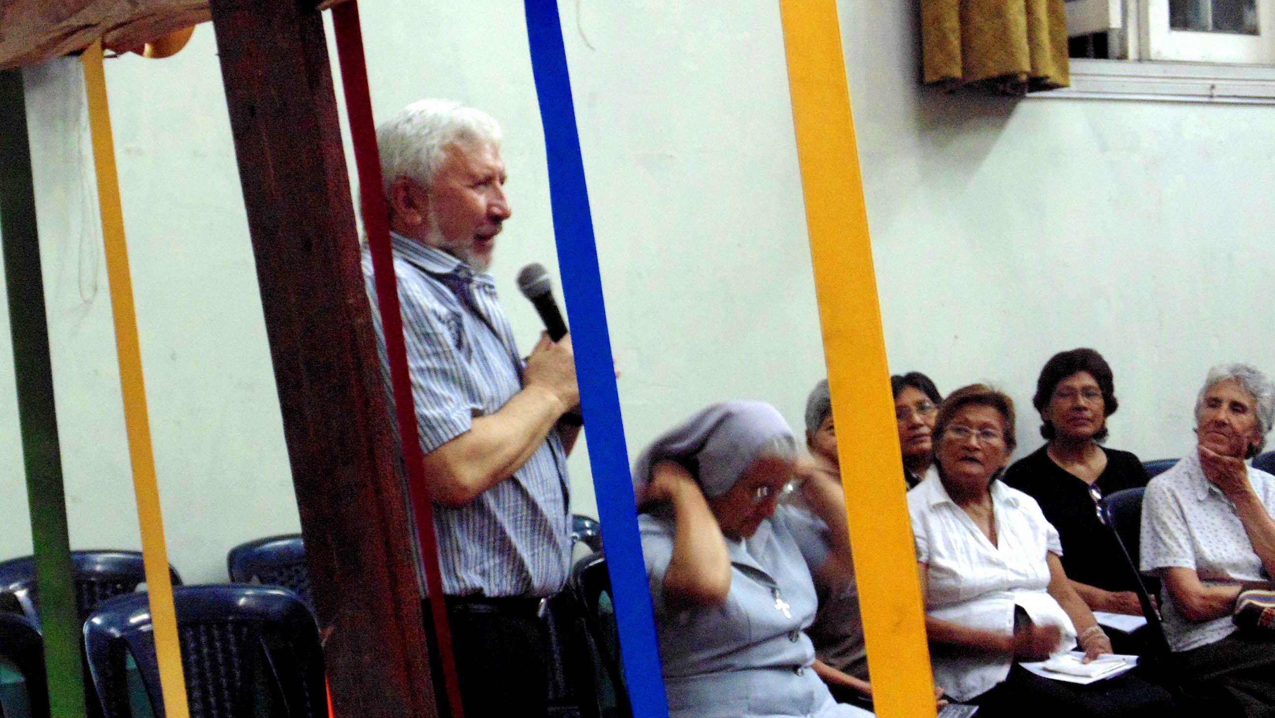 Padre José Mizzotti dirigiendo una de las oraciones ecuménicas durante la SOUC 2014.