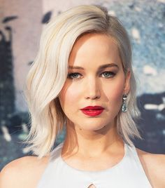 Loving Jennifer Lawrence's icy blonde lob and bold red lip
