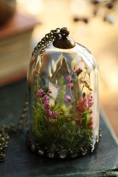 Collana di cristallo terrario ciondolo fiore di RubyRobinBoutique