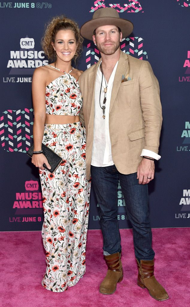 "Drake White & Alex White from The Cutest Couples at the 2016 CMT Music Awards  The ""It Feels Good"" singer takes his gorgeous wife along on the pink carpet."