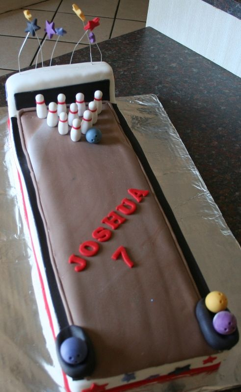 bowling cake anniversaire jeux cuisine deco g teau fondant anniversaire et fondant. Black Bedroom Furniture Sets. Home Design Ideas