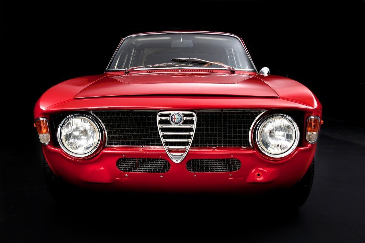 Alleen het smoelwerk is al iconisch | Alfa Romeo classic cars ...