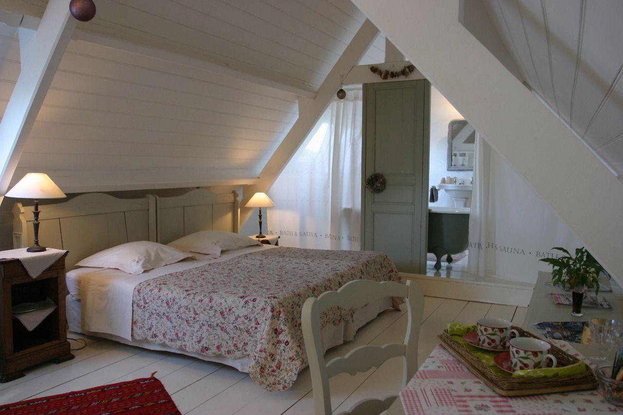 le blog charme bretagne tr zervan une chambre d h tes de charme en combles pinterest. Black Bedroom Furniture Sets. Home Design Ideas
