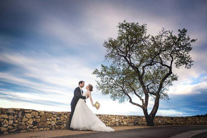 Photo de couple pendant le mariage de Pauline et Samy  Réservez votre shooting photo ou reportage de mariage sur: http://ift.tt/1oPUHC3 - http://ift.tt/1oPUHC3