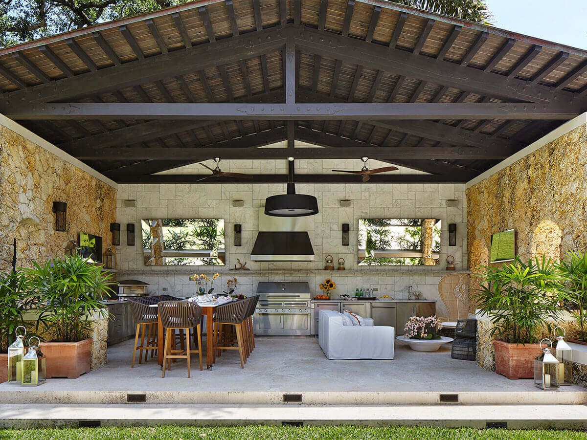Large Luxury Outdoor Kitchen Florida