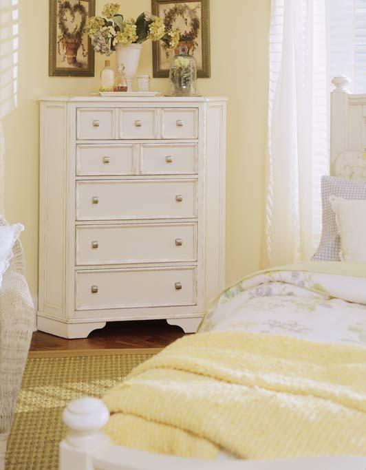 Charmant How To Decorate Corner Dresser