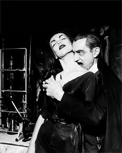 Vampira and Bela Lugosi on the Red Skelton show, 1956.  ☀