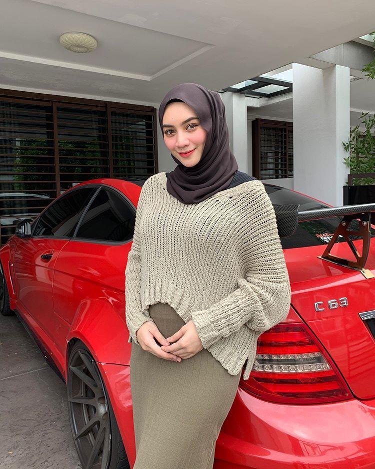 Natasya Nazreen On Instagram Siap Siap Ootd Depan Rumah Pastu Masuk Balik Takpela Dapat Jugak Keluar Kan Haha Shawl Wani Gaya Hijab Wanita Cantik Wanita
