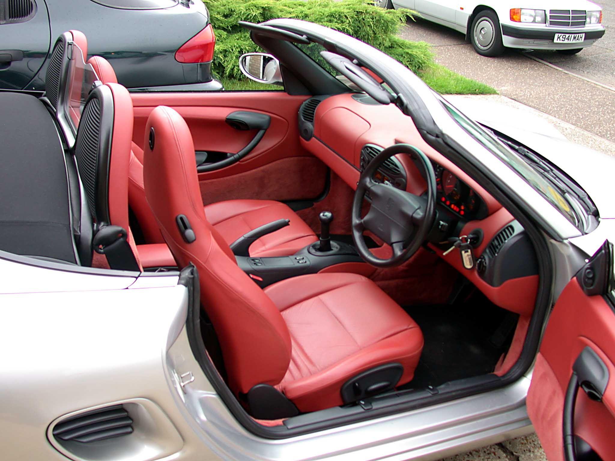 Good Porsche Boxster 2.5 (type 986) Interior.