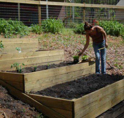 garten-am-hang-anlegen-beet-terrassen-gartengestaltung | garten, Garten und bauen
