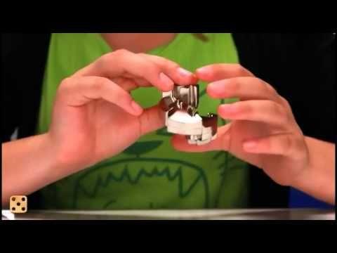 """Cast puzzels hanayama  De puzzels van Cast zijn aparte puzzel gadgets. Deze puzzels zijn kwalitatief zeer verrassend en zeer degelijk in hun soort. Eenmaal in aanraking met deze """"design"""" puzzels laat het menige niet meer los. Met moeilijkheidsfactor van 1 tm 6 zijn deze uitmuntend en slim bedacht door iq wizzards over de hele wereld. Zelfs met factor 1 heeft u nog een flinke klus om de puzzel op te lossen. Er zijn momenteel 38 verschillende puzzels met hun eigen moeilijkheidsgraden."""