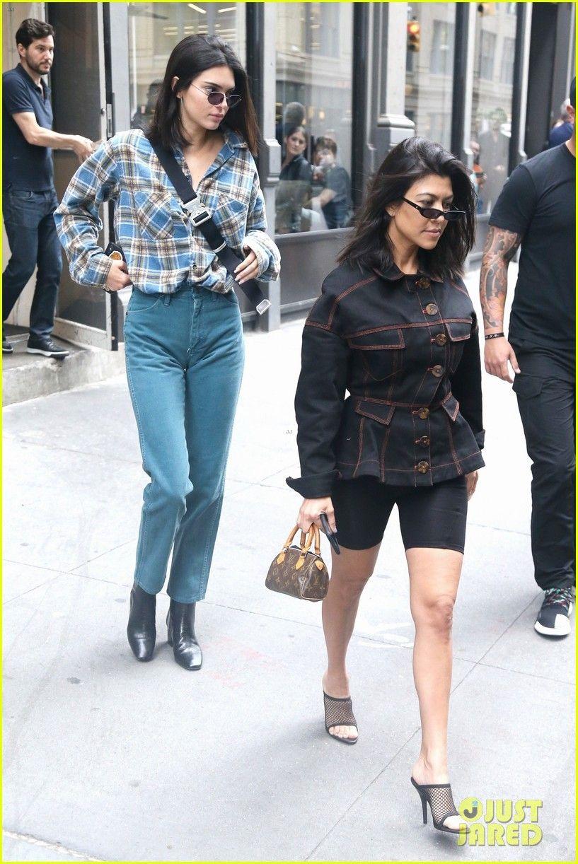Kendall Jenner Kourtney Kardashian Step Out Together 01 Kendall Jenner Kourtney Kardashian Kendall