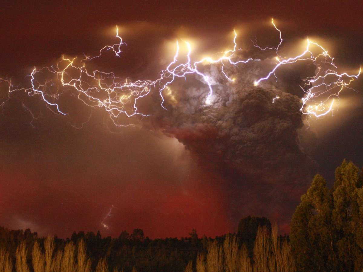 Where Does Volcano Lightning Come From Popular Science - 17 incredible photos of volcanic lightning
