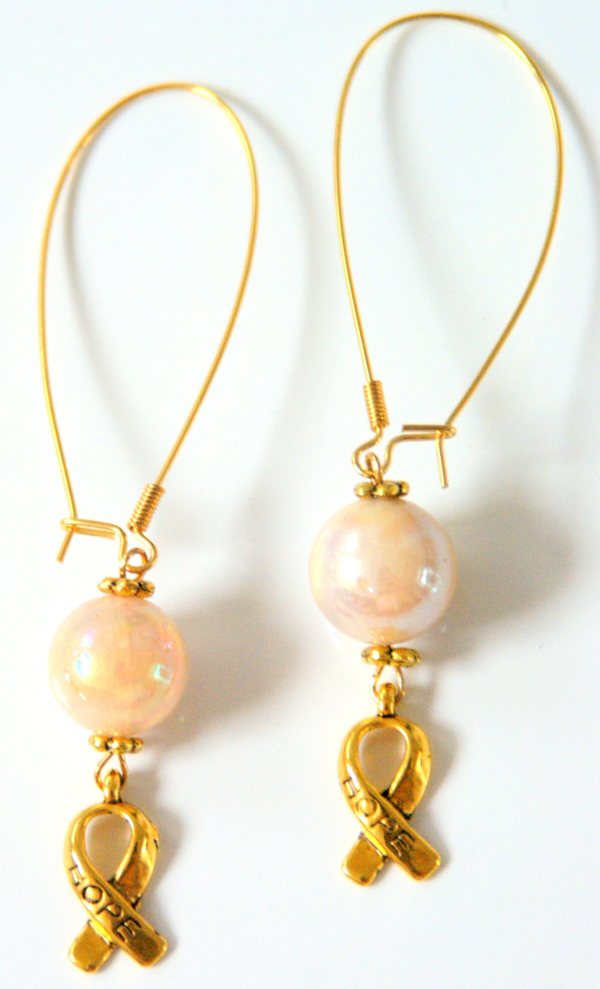 Beige & Gold oorbellen voor Pink Ribbon € 14,95 -> Jewellicious Designs doneert € 2,03 aan Pink Ribbon.