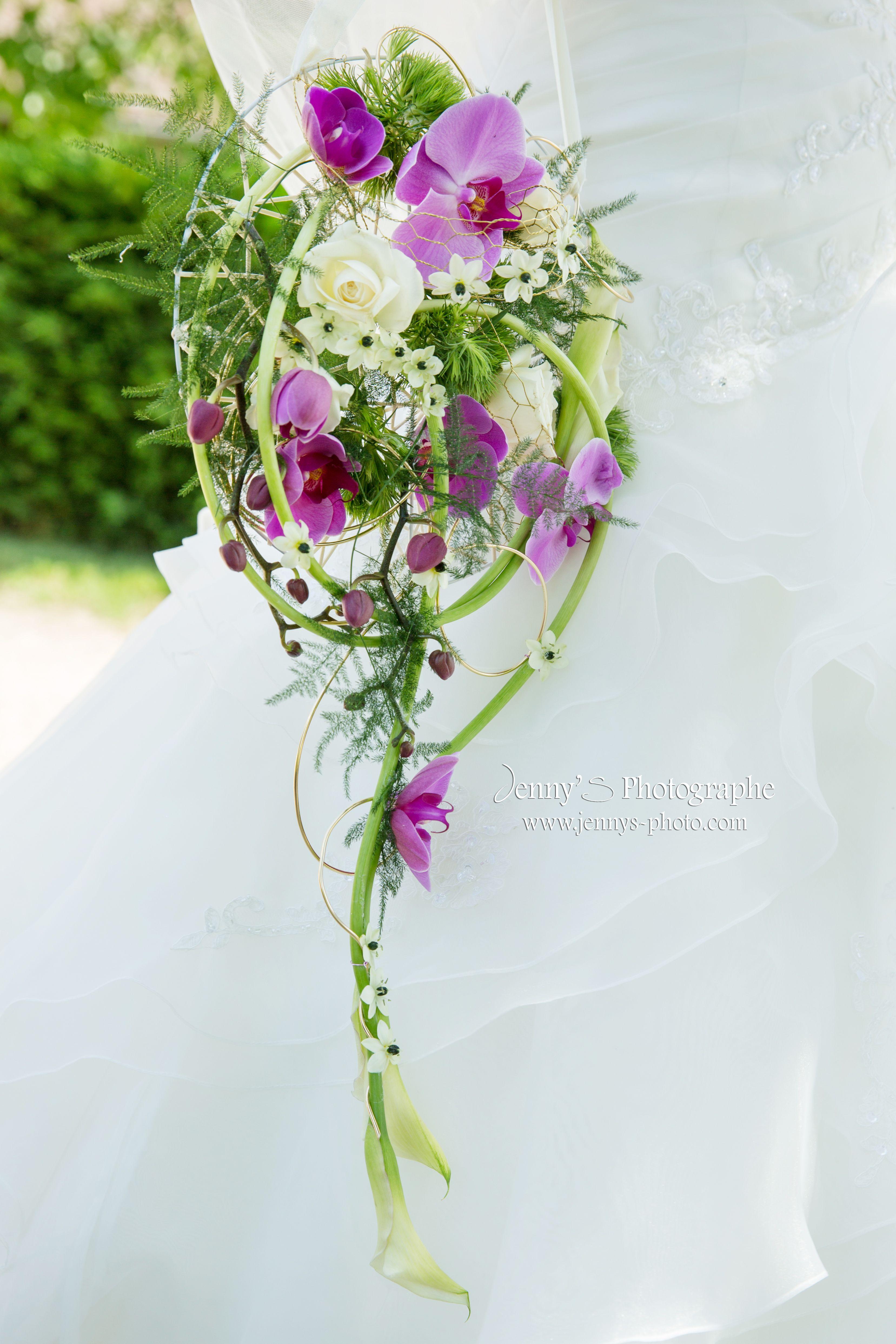 Bouquet De Fleur Mariage Fleurs Blanches Armes Et Roses