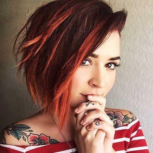 Trendige Kurzhaarfrisuren mit farbenfrohen Akzenten   Hair ...