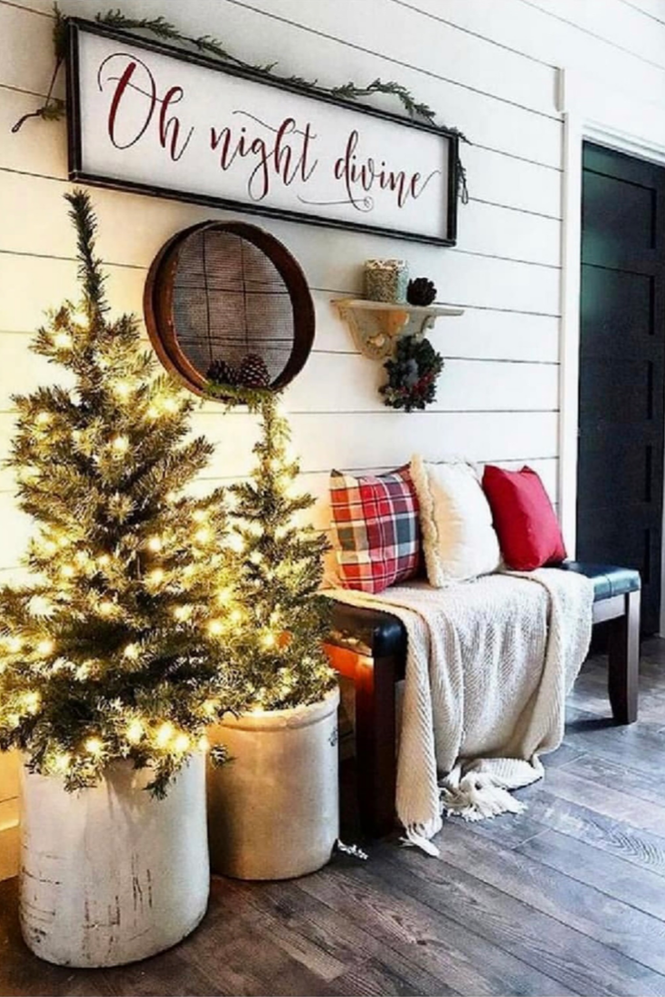 The best farmhouse  Christmas decor ideas how to get that Joanna Gaines style!  Ideas for front porches, xmas trees, living  room, fireplaces, your kitchen, table ideas, window ideas.  Get inspiration and find out where to get   the latest farmhouse Christmas decor finds! #farmhousechristmas   #christmasdecor #christmas