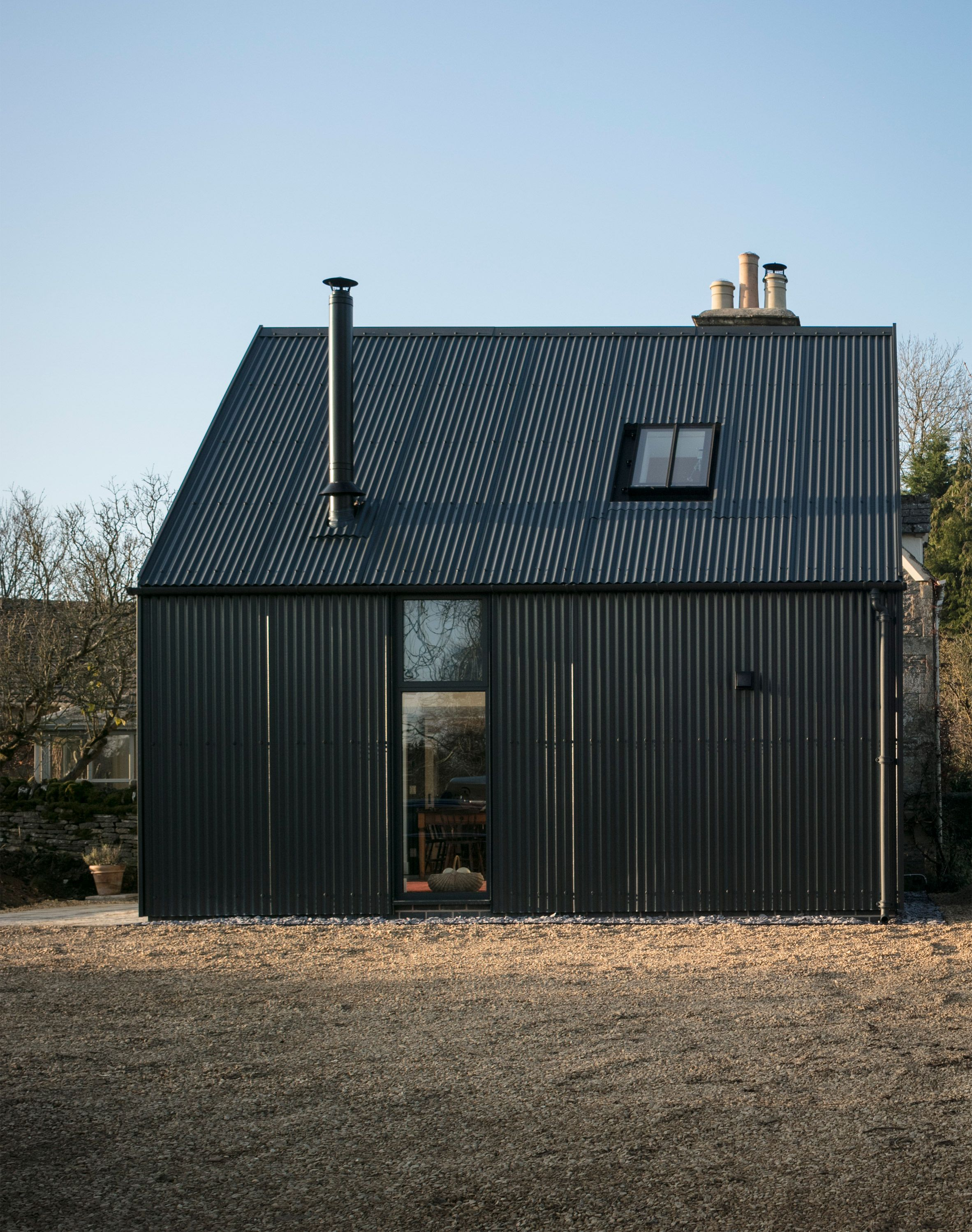 Eastabrook Architects Adds Corrugated Metal Extension To Cotswolds Cottage House Cladding Barn Style House Cotswolds Cottage