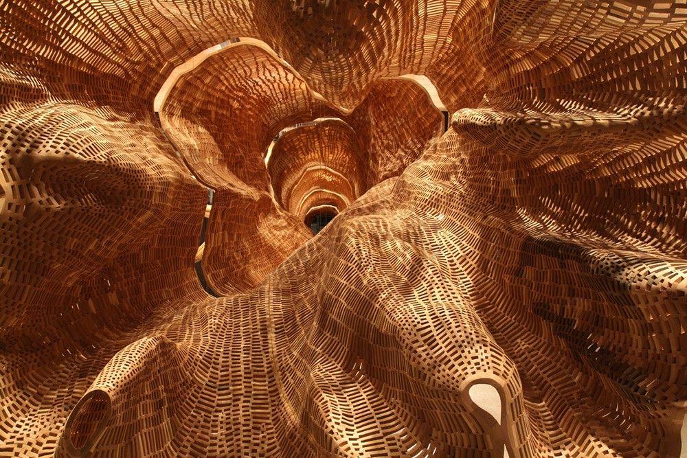 Un árbol centenario recreado con cientos de miles de tacos de madera | blogs.20minutos.es