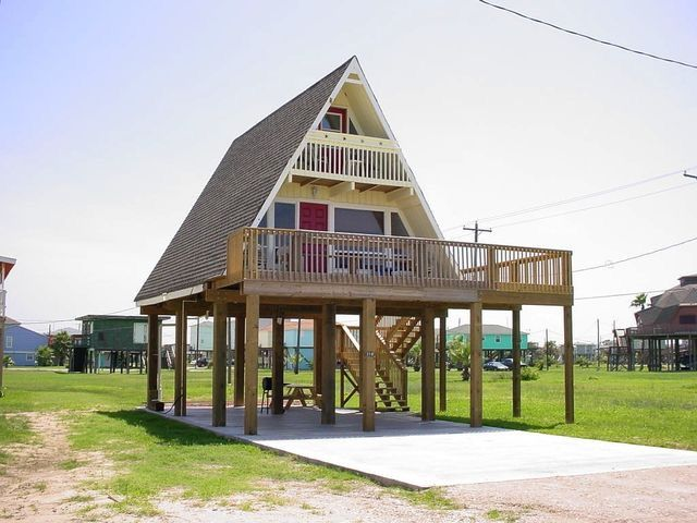 Pin By Jr On Projects To Try House On Stilts Stilt House Plans Small House Plans
