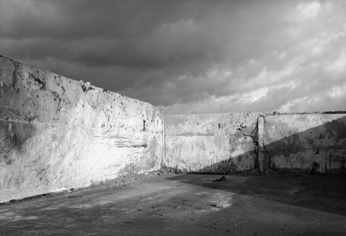 Willem Diepraam (1944) Na het gymnasium gevolgd te hebben, ging Diepraam medicijnen studeren aan de Universiteit van Amsterdam. Binnen het studentencorps leerde hij Freek de Jonge en Bram Vermeulen kennen en werd hij lijffotograaf van Neerlands Hoop In Bange Dagen.  In 1968 werd hij werkzaam als fotoredacteur van het tijdschrift Student waarna hij in 1970 besloot om professioneel met fotografie aan de slag te gaan.  In 1968 begon Diepraam zijn eerste foto's te verkopen.