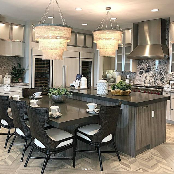 Modern Kitchen With Built In Dining Table Kitchen Design Home Kitchens Home Decor